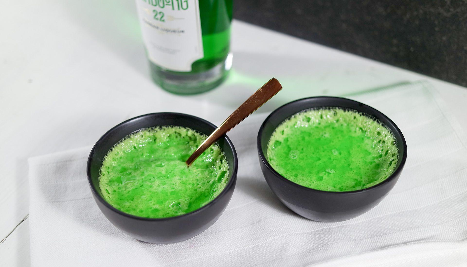 Crème brûlée with Bandoeng'22 Pandan liqueur