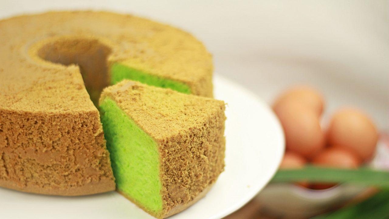 https://bandoeng22.com/wp-content/uploads/2019/05/pandan_cake-1280x720.jpg